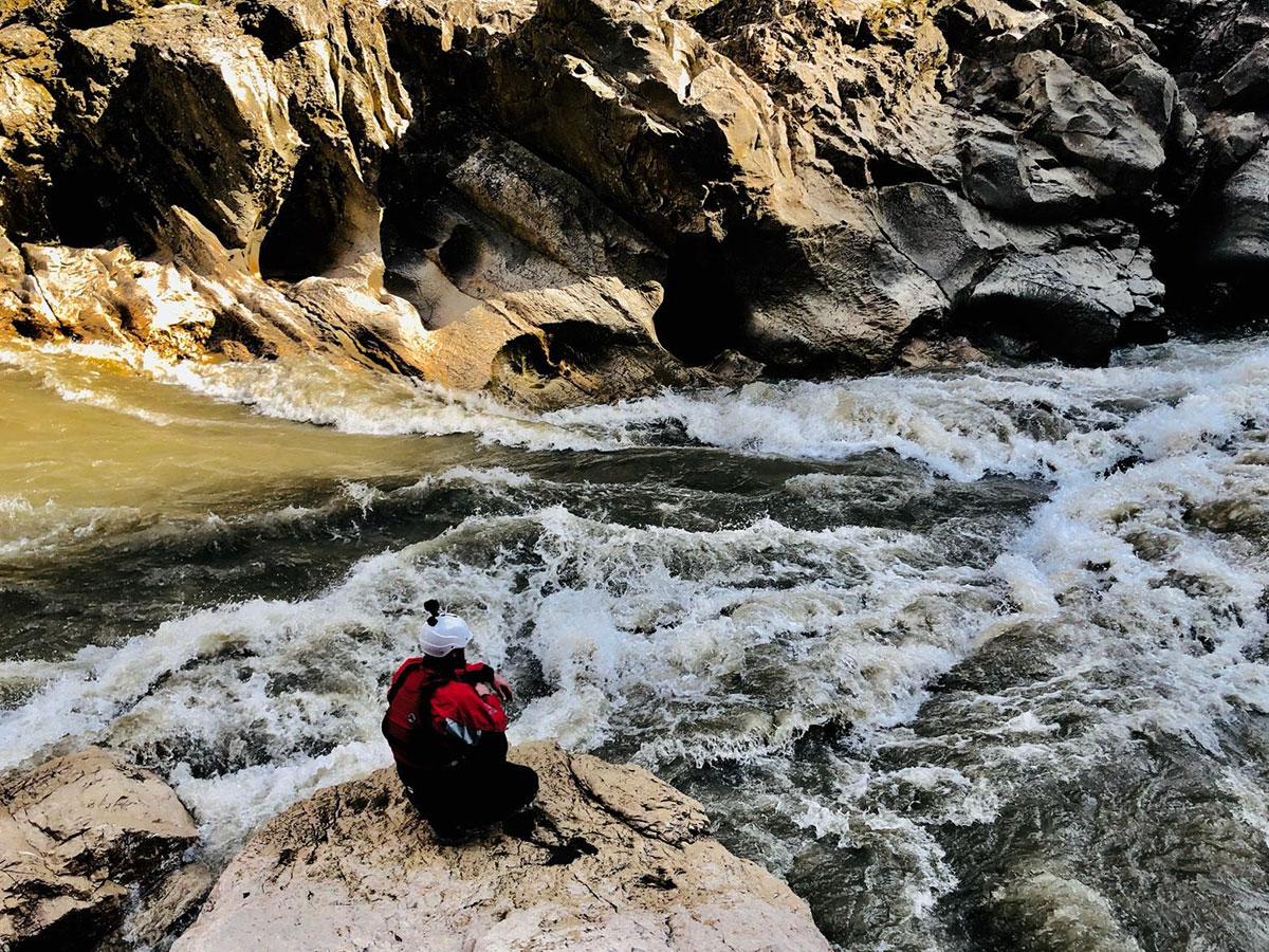 Rzeka górska w Gruzji